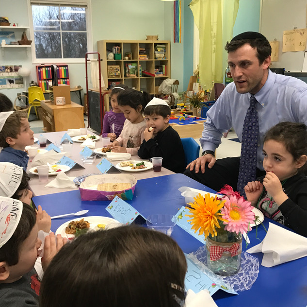 Rabbi Antine at the 4's Mock Seder