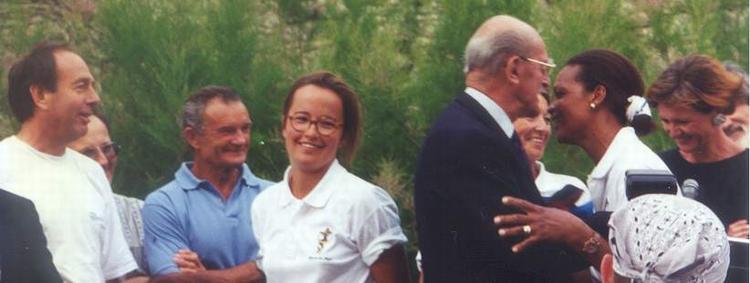 Eric et Jacqueline TABARLY à Noirmoutier lors des Régates du Bois de la Chaise (La Chaloupe) : à leur contact, simplicité et authenticité illuminent les visages !