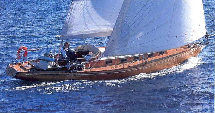 Plan Olin Stephens 1965, le Swan 36 CYBELE, coque n° 4 en bois, prototype de la série en GRP