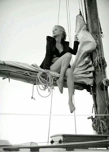 Femmes à bord, élégance et bonne humeur
