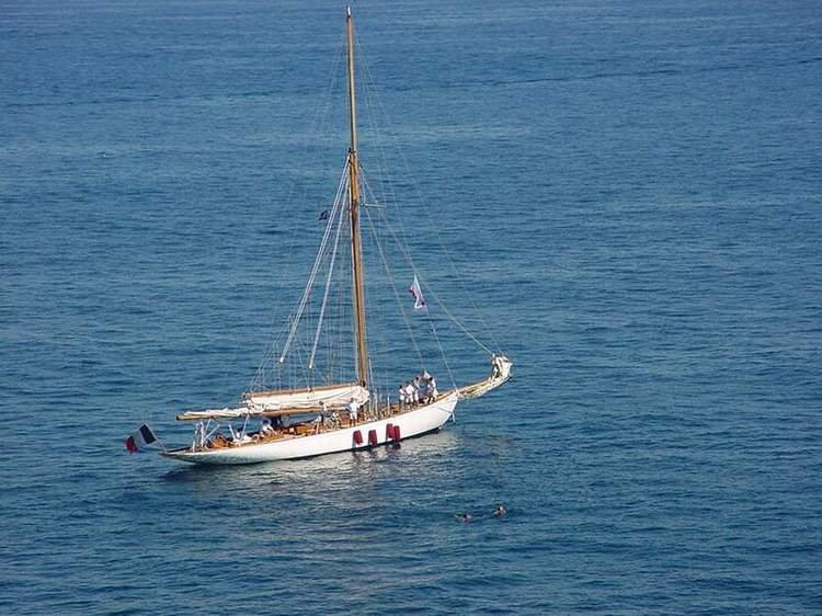 Moonbeam III, yacht d'époque au mouillage à Sainte Marguerite en 2003. Photographie © Patrick Archambeaud