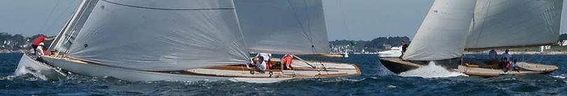 Siris tribord pose son nez en avant du pataras d'Hispania parti bâbord