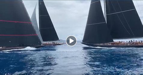 Svea, à gauche, arrive bâbord sur Topaz tribord