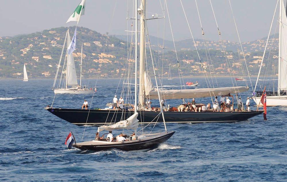 Le Eagle 44 de Leonardo Yachts sur fond de SHAMROCK V. Alors, esprit ou moderne ?