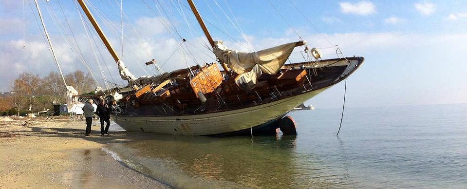 Le ketch Bérénice échoué sur la plage de Grimaud en novembre 2011