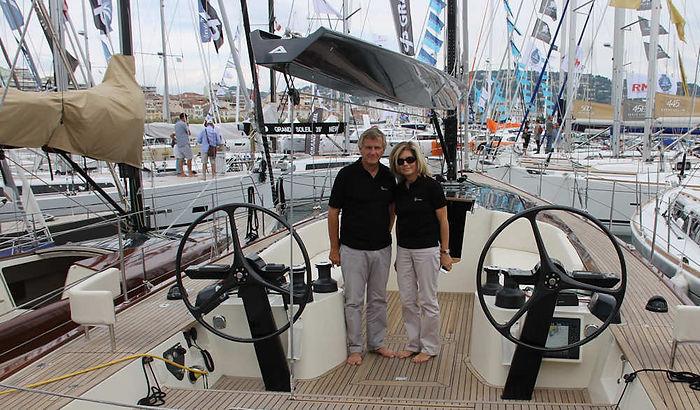 Tofinou 16 au Salon de Cannes, les Iscovici dirigeants du Chantier Latitude 46 à bord