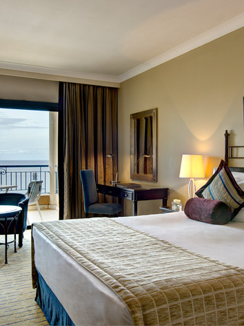 Corinthia_St_Georges_Bay_Deluxe_Suite_Se