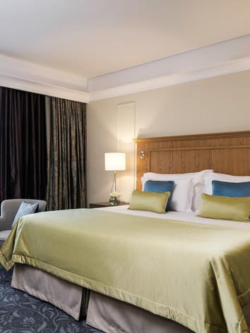 Corinthia_Palace_Executive_Suite_Bedroom