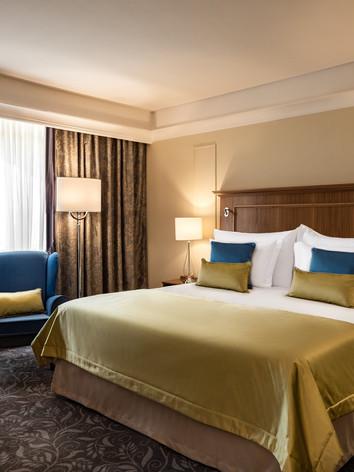 Corinthia_Palace_Superior_Bedroom.jpg