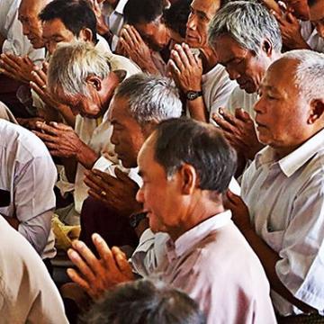#praying at #monastery #myanmar #buddhis