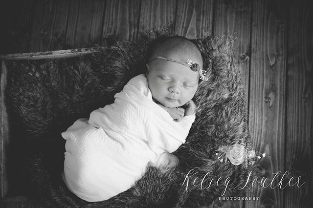 Don't we all wish we can be wrapped and sleep in fur! #kelseysoutherphotography #lakemurray #scphoto