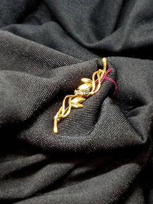 Delicite Twist w/ Stone Gold Broach