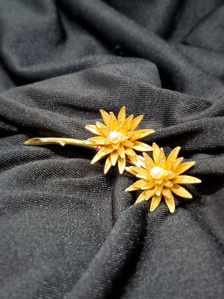 Flowers w/ PearlsGold  Broach