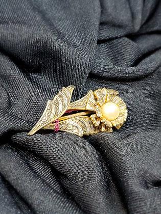Poppy w/ Pearl Gold Broach