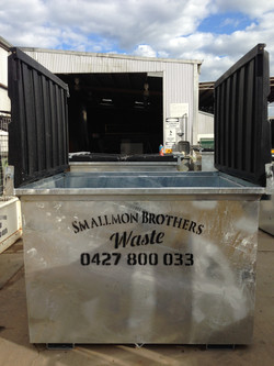 3.0m3 Front lift Dock bin