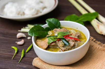 Green curry (Kaeng kheiyw hwan) with Tha