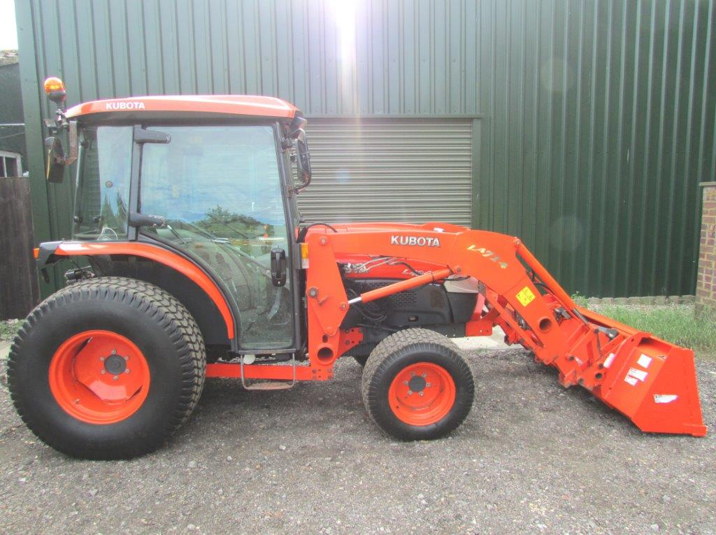 Kubota Compact Tractor c/w Loader