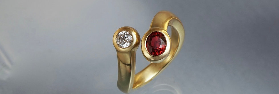 Ring Brillant/roter Saphir