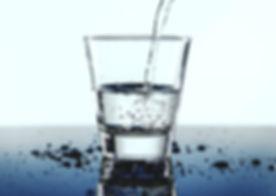 wasserglas blau.jpg