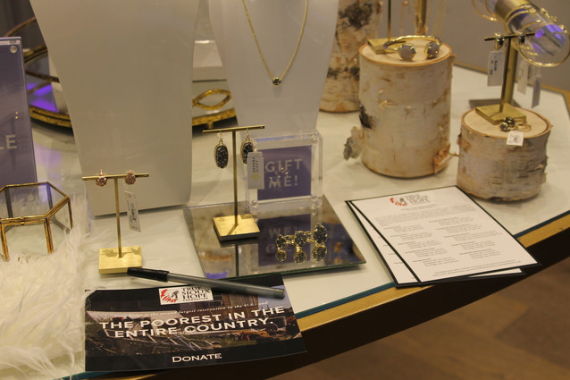 KENDRA SCOTT HOSTED IN-STORE GIVEBACK EVENT TO BENEFIT TRUE SIOUX HOPE FOUNDATION