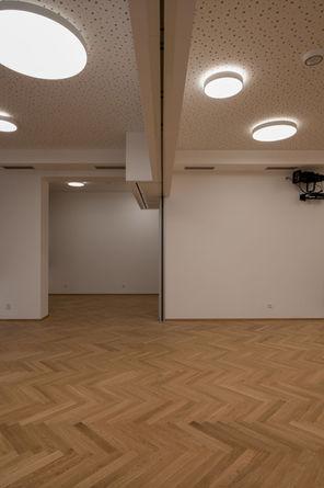 dvoubodová kolejnice posuvné stěny