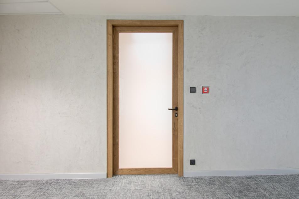 prosklené dřevěné dveře