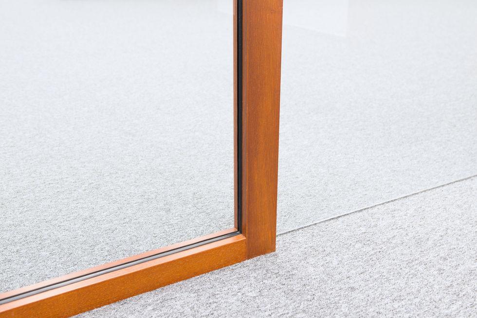detail dřevěné příčky WOODY I