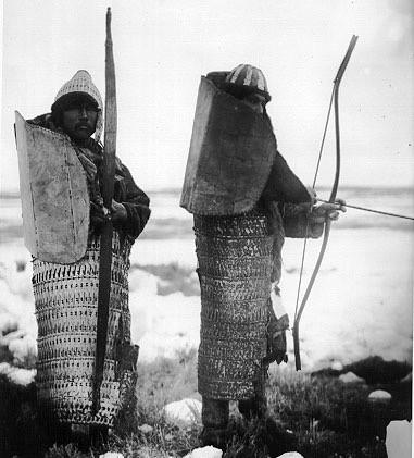 Lamellar armour traditionally worn by Koryak people 1900-1901. Escudo tradicional de los Koryak con el que parecen hombres tortuga.