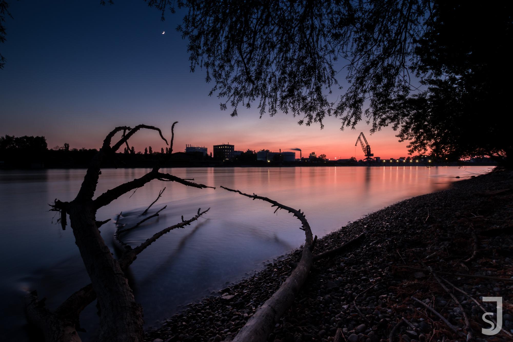 Sonnenuntergang_Rhein,_Mannheim_(rosa,_spät)
