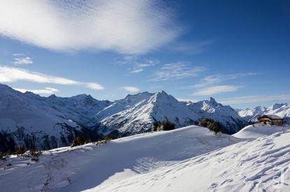 winterliche Berghütte
