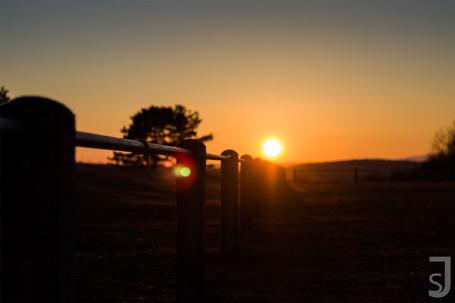 Geländer im Sonnenuntergang