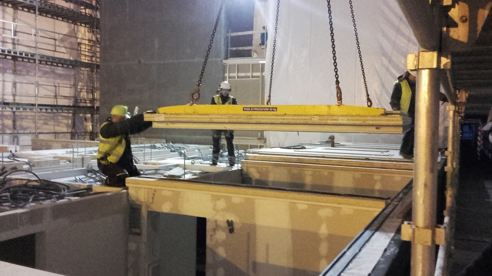 MOXY crane working (2).jpg