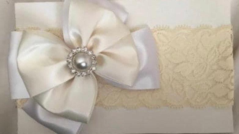 Beautifull ivory lace garter