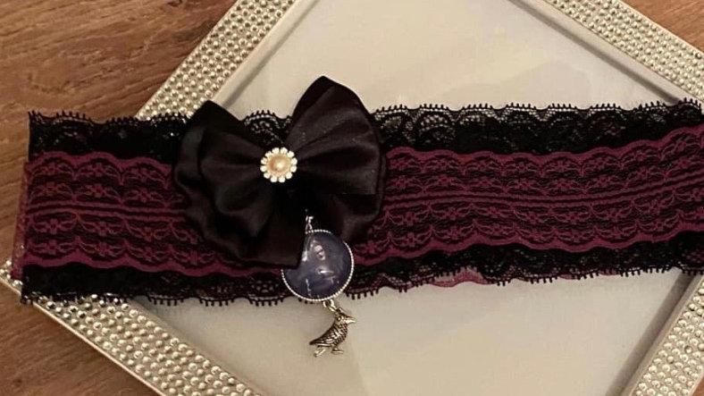The crow inspired garter