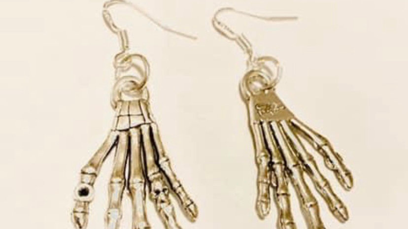 Skeleton hands earrings