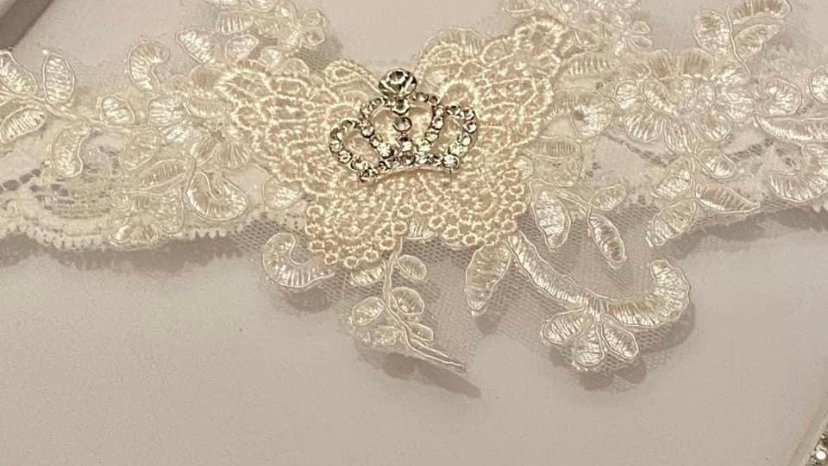 Princess crown garter