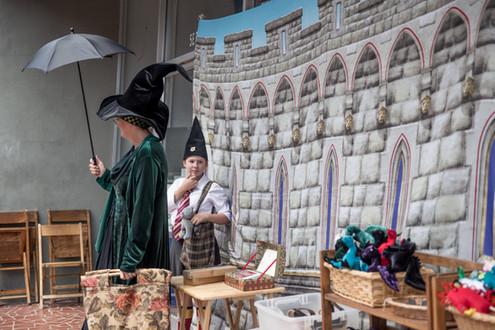 Professor McGonagall in front of Hogwarts Gyfte Shoppe