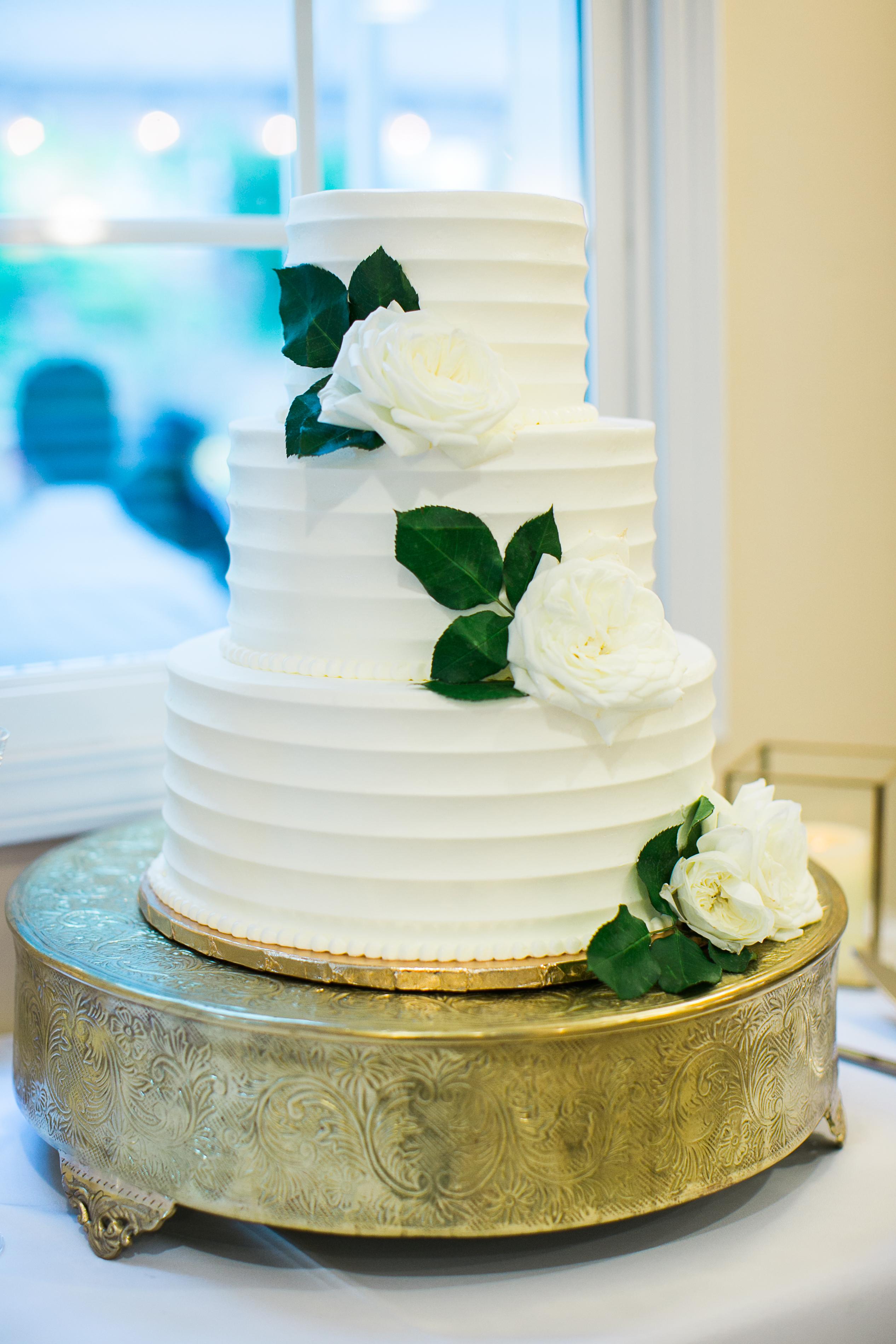 white wedding cake garden roses