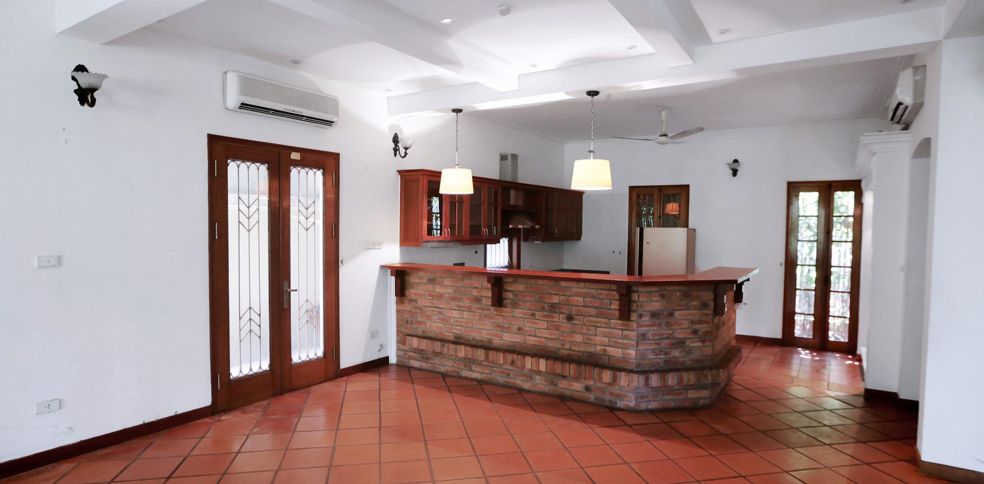 Kitchen & Bar