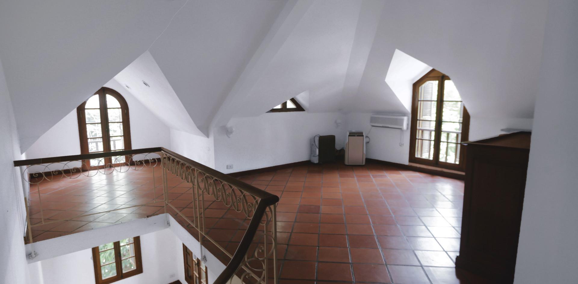 THL Villa_attic