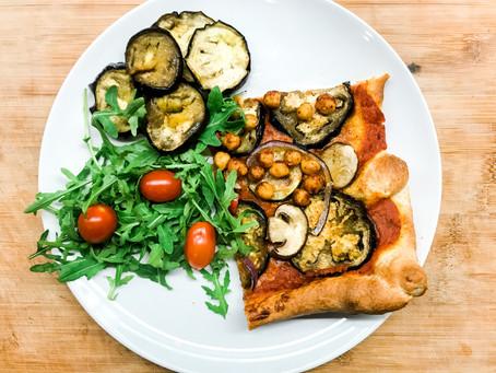 Gemakkelijke vegan PIZZA met mediterraanse groenten