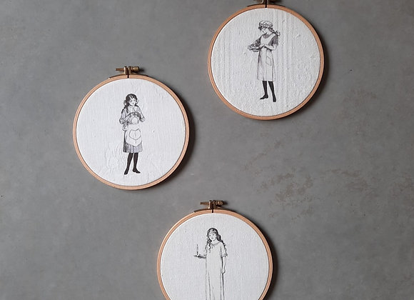 שלישיית חישוקים מודפסים על בדי וינטג' איורי בנות