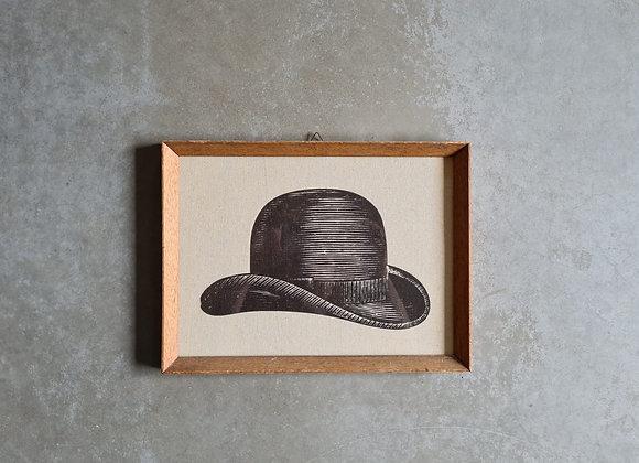 'תמונה של כובע גבר במסגרת וינטג