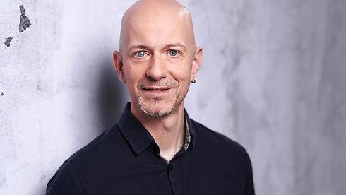 Dirk Porträt.jpg