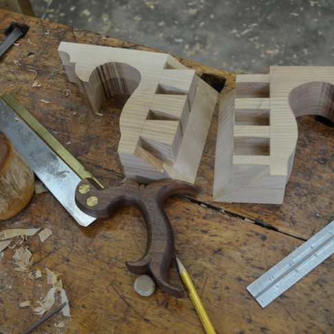cutting the full blind mitered dovetails