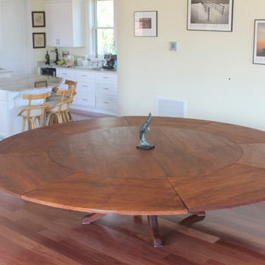 table with leaves 10' wide