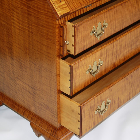 detail of drawer and loper joinery