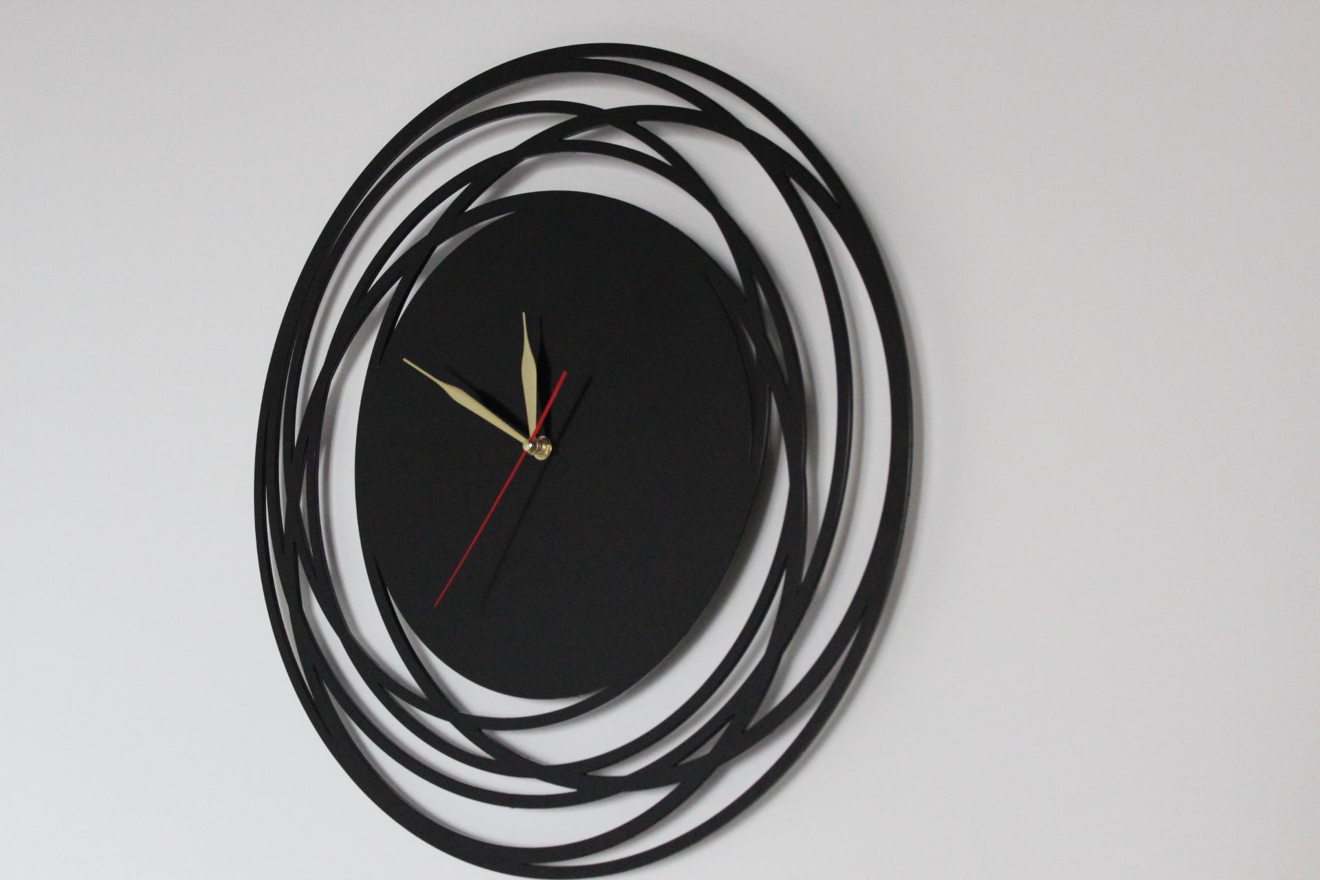 Декоративные часы из металла