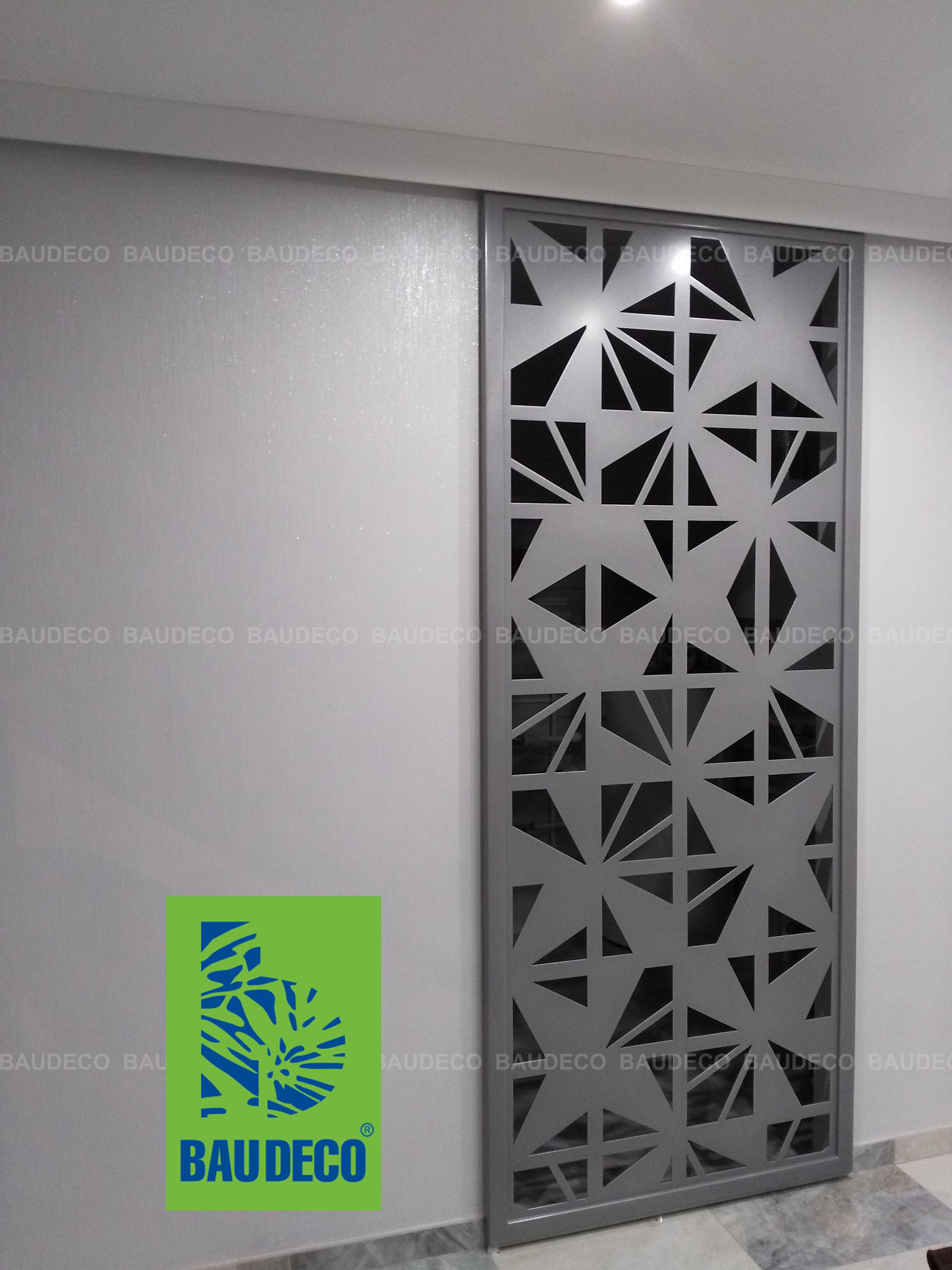 Декоративная дверь из металла