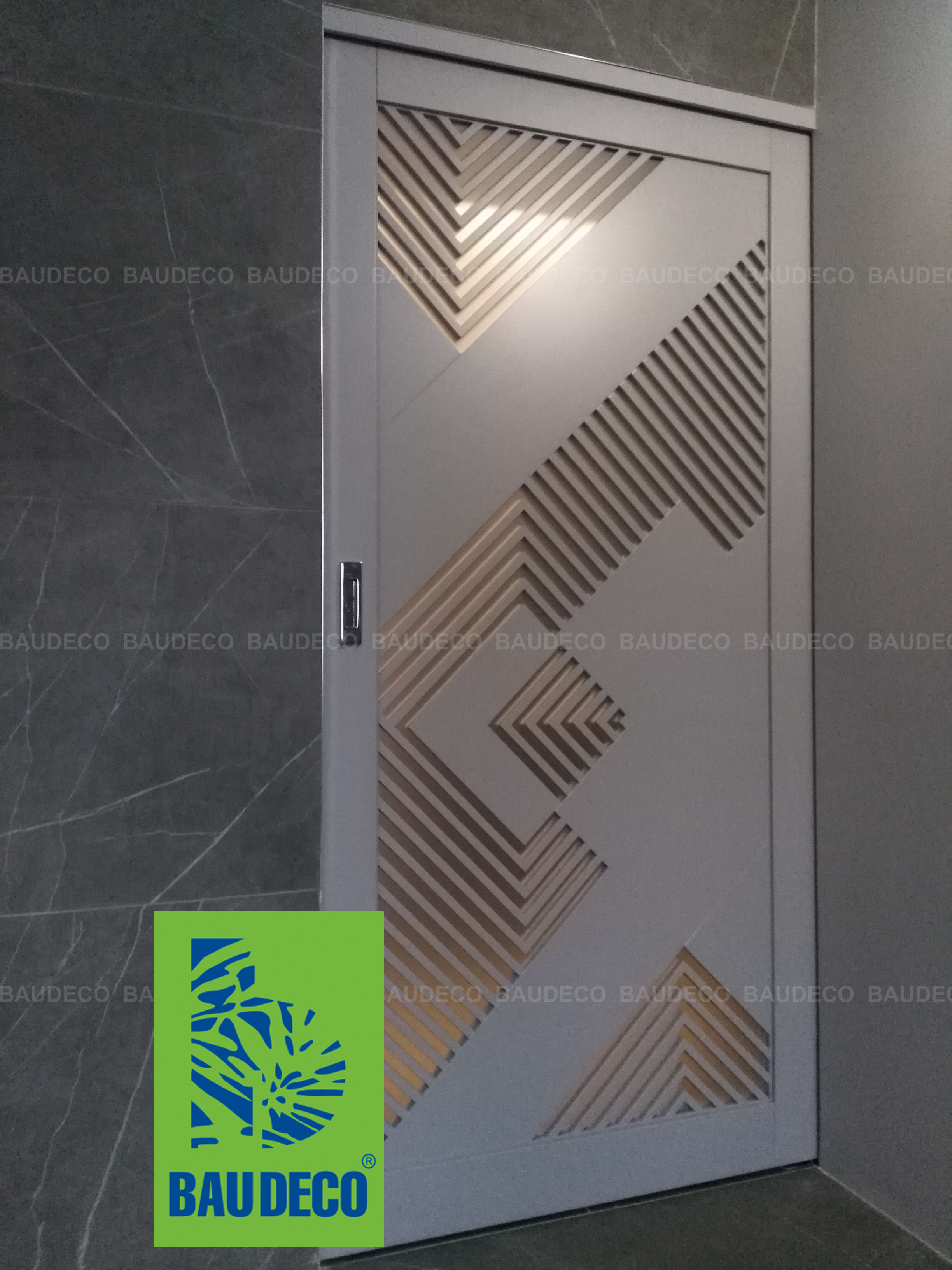 Декоративная межкомнатная дверь